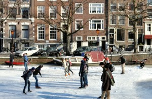 Keizersgracht detail of skating people (copyright Jörg Rom)